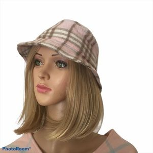 New Burberry London cashmere hat size M